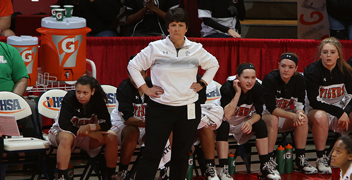 Edwardsville's Lori Blade Named National Girls Basketball Coach of the Year